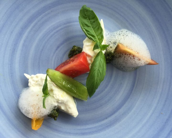 Burrata, pomodori, basilico