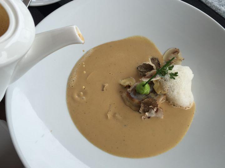 Vellutata di funghi, Strudel di patate e funghi, funghi sottaceto, tartufo