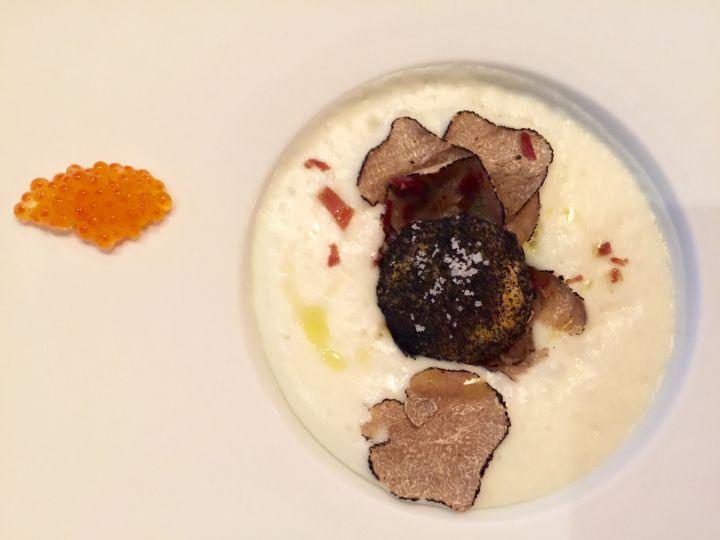 Tuorlo d'uovo con nero di seppia, purea di patate tartufo nero e caviale degustato con Chardonnay e Pinot Bianco Meneghetti 2011