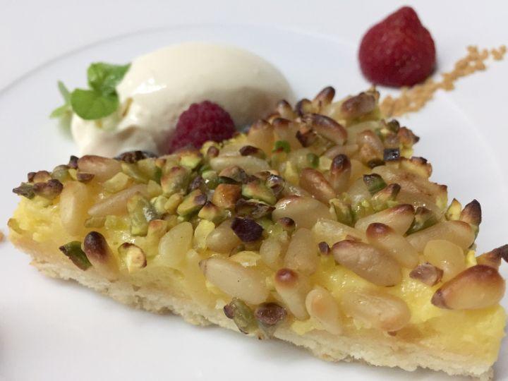 Dolce della Nonna con pinoli tostati, crema di limone freddo e frutti di bosco degustato con Moscato di Kozlovic 2014