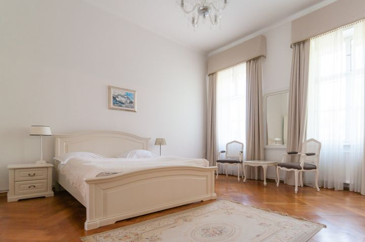 LR_Lubiana_Antiq_Palace-1000