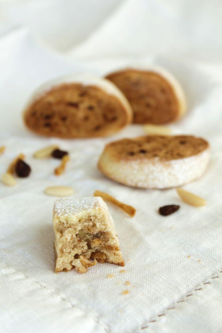 """Lo """"strucolo de pomi"""" in versione morbido biscotto con mele secche, pinoli, uvetta e cannella"""