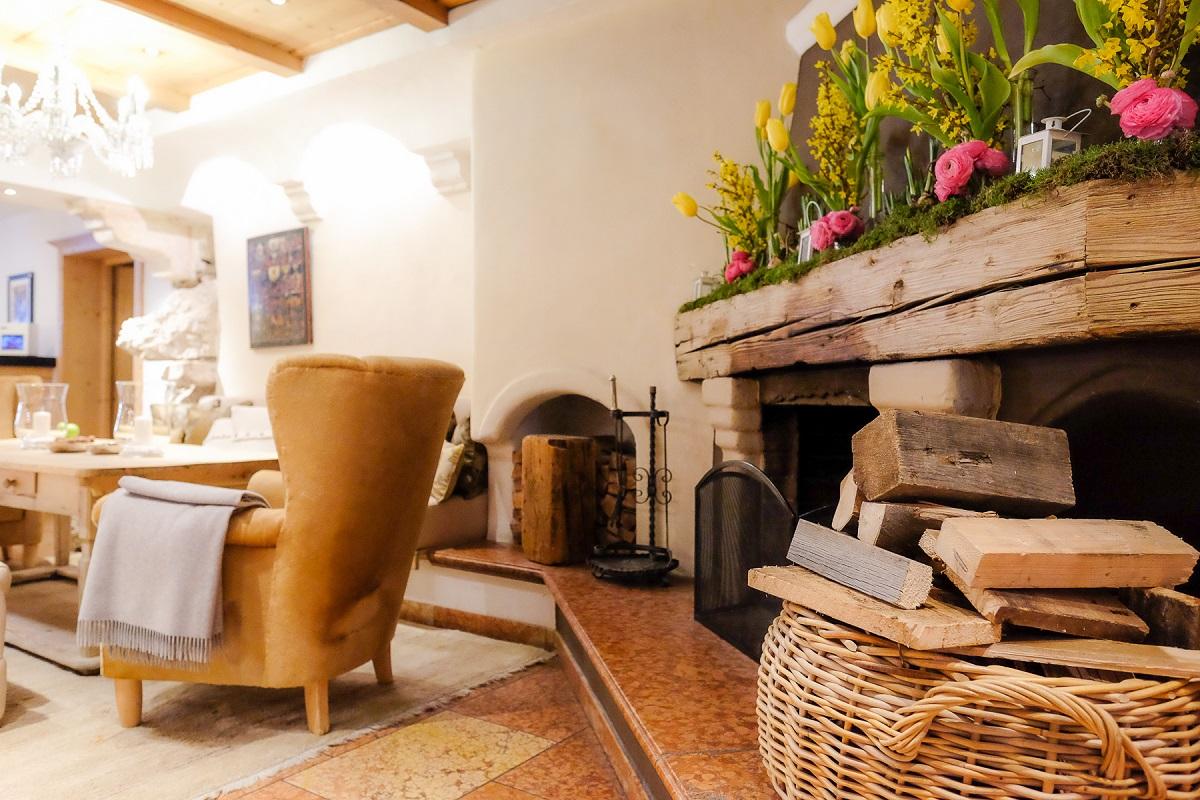 Foto Di Un Camino Acceso relaix & chateaux rosa alpina a san cassiano - missclaire
