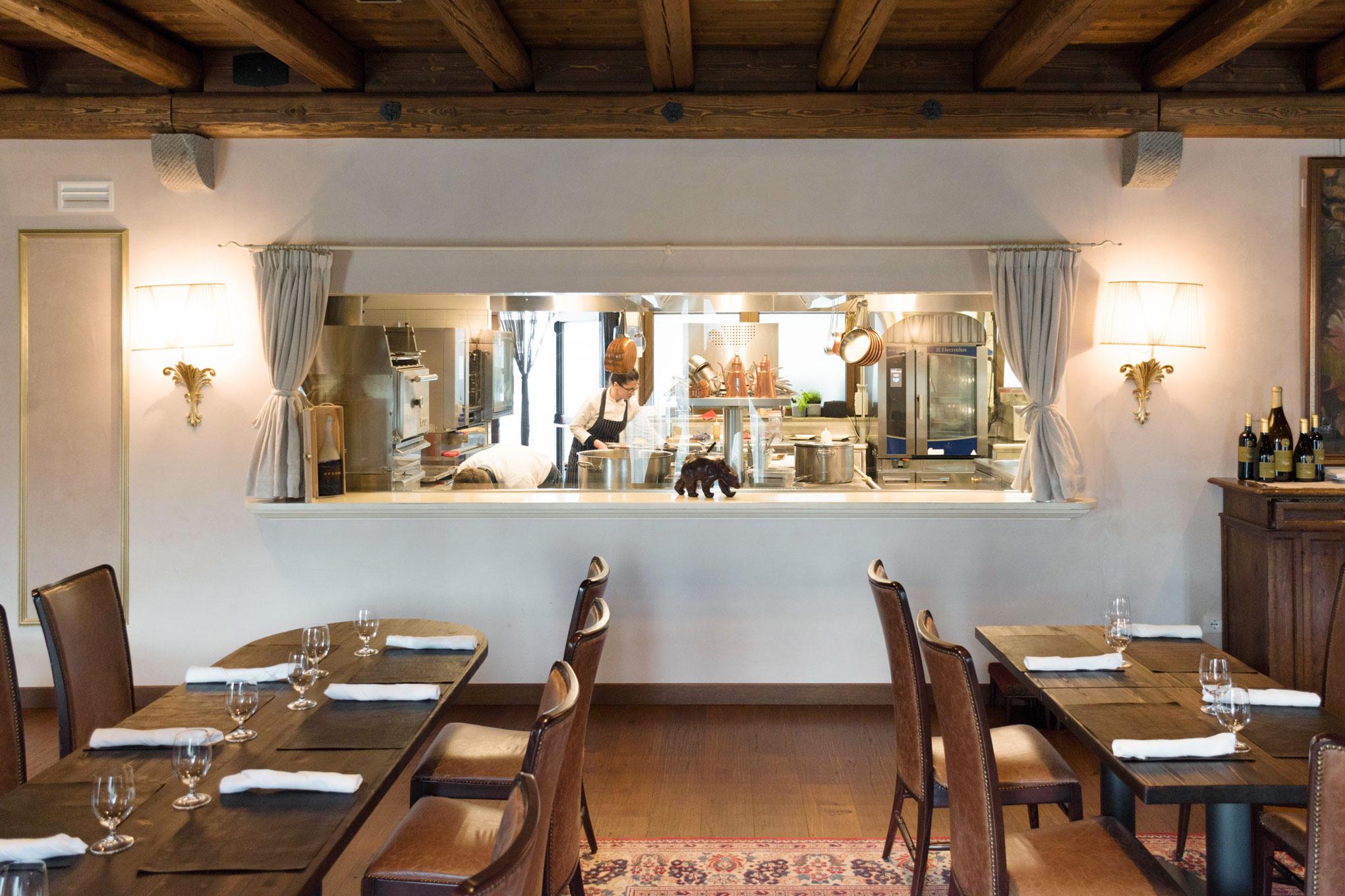 Camerette con scalini con letti in ferro - Cucina eat cagliari ...