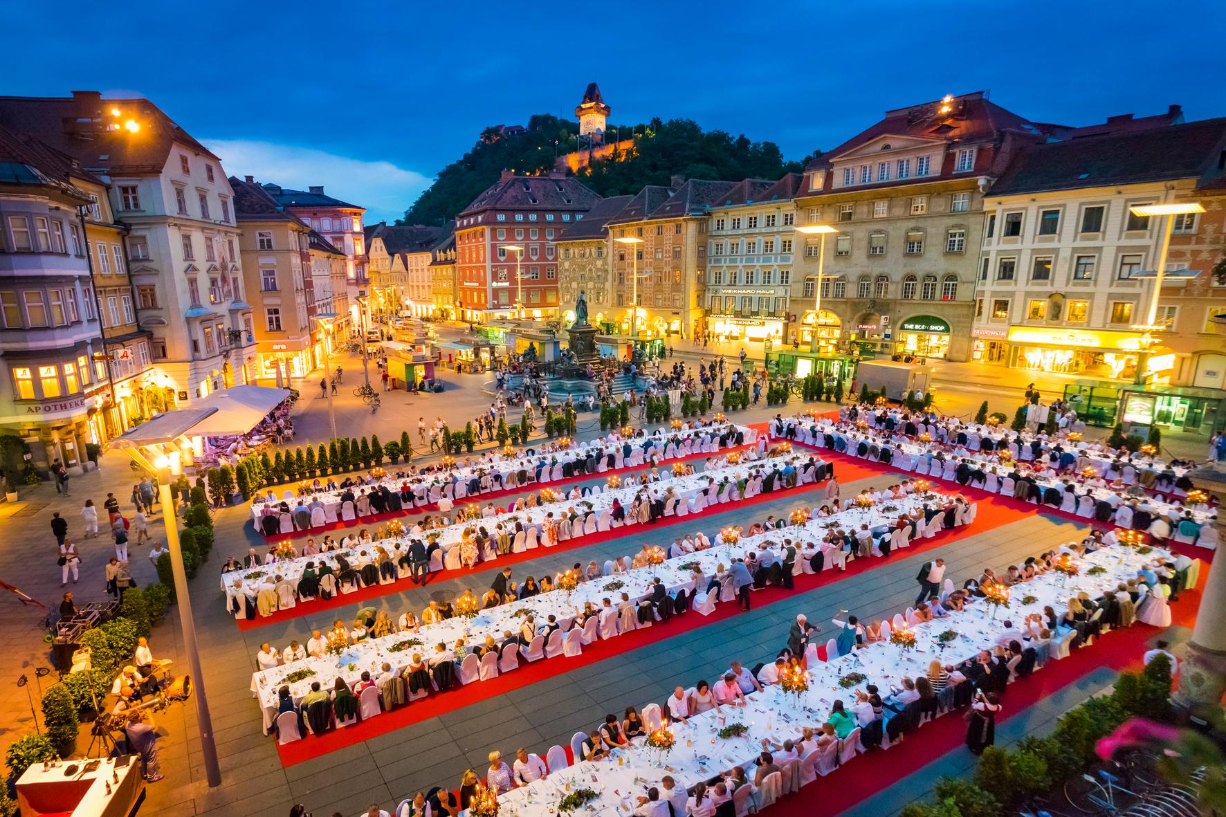 lange-tafel-der-genusshauptstadt-graz-c-graz-tourismus-werner-krug1