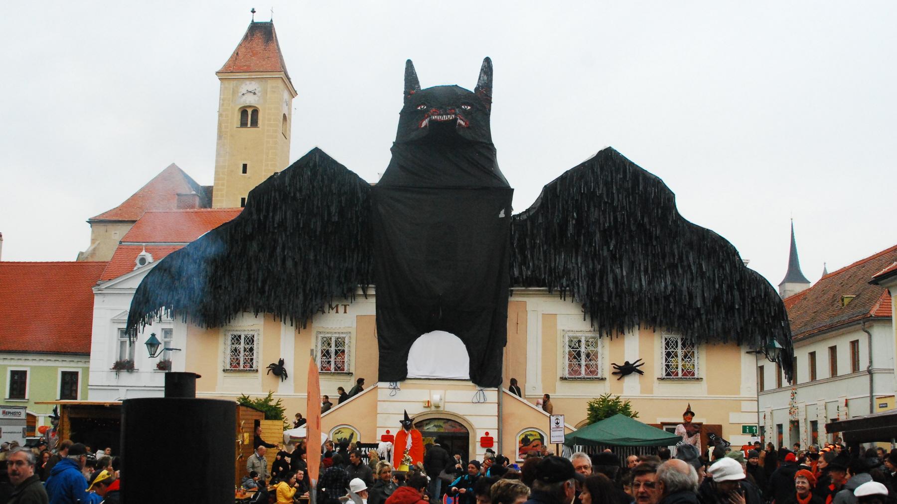 guentherz_2010-10-23_0104_pulkau_kuerbisfest_rathaus